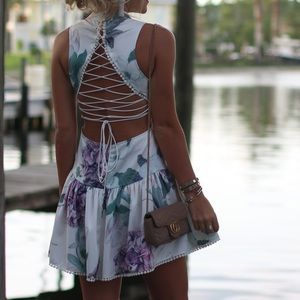 Dresses & Skirts - Lace up back floral dress